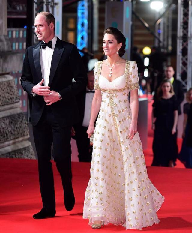 凯特王妃怎么老这么快!高奢刺绣裙显绝美身