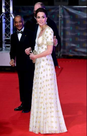 凯特王妃怎么老这么快!高奢刺绣裙显绝美身材,脸上皮肤太粗糙啦